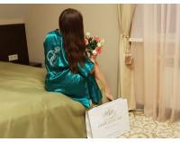 Шелковый именной халат с вышивкой монограммы